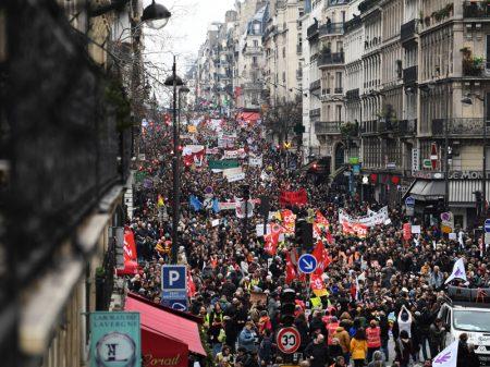 Franceses fazem a 4ª greve geral contra o pacote anti-Previdência de Macron