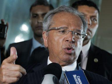 'Atacamos a Previdência, agora vamos atacar os salários', diz Guedes em Davos