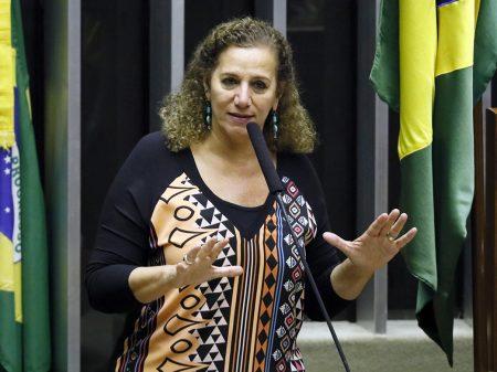 """Jandira repudia denúncia do MPF contra Greenwald: """"grave ameaça"""""""