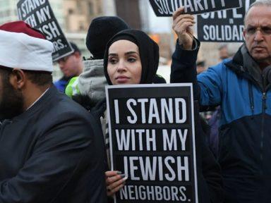 Muçulmanos novaiorquinos fazem ato solidário a judeus vítimas de racismo