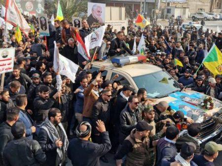 Cortejo fúnebre de Soleimani e do líder iraquiano junta multidão em Bagdá