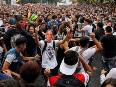 Colombianos protestam contra violência e ataques aos direitos trabalhistas