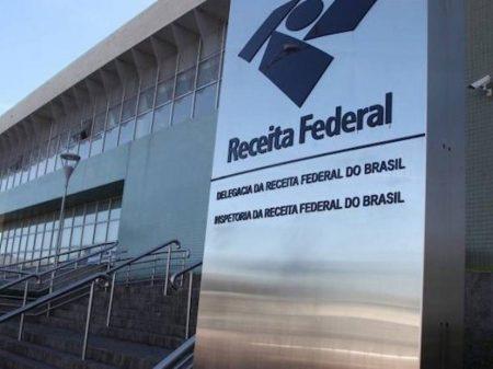 """Globo reage à perseguição do governo: """"contratações estão dentro da lei"""""""