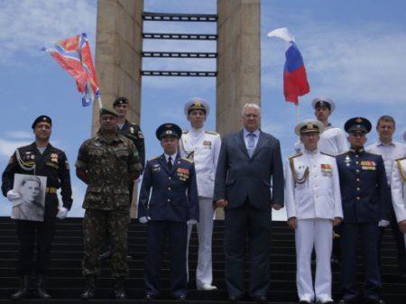 Comitiva russa homenageia pracinhas brasileiros mortos na Segunda Guerra