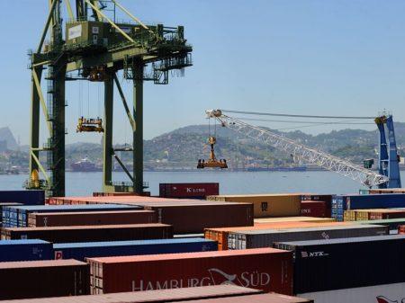 Queda nas exportações derruba saldo da balança