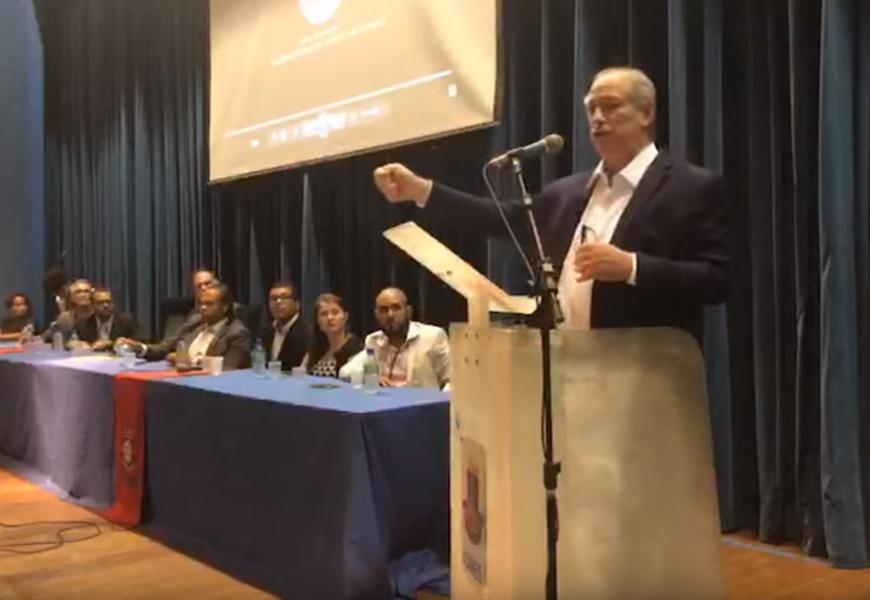Resultado de imagem para ciro gomes palestra universidade da bahia