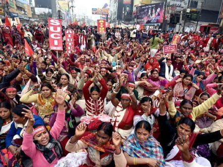 Milhões de indianos fazem  greve geral contra reforma trabalhista de Modi