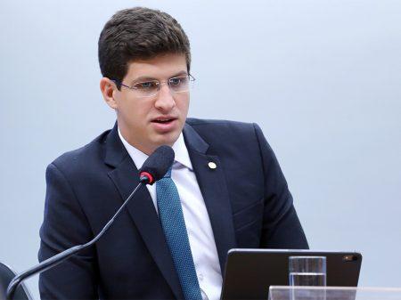 """João Campos: """"por uma frente democrática, não só de esquerda, contra o autoritarismo"""""""