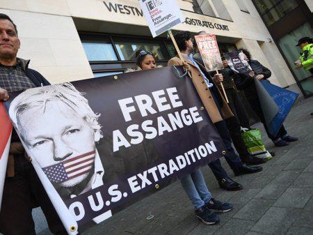 Vida de Assange corre risco, alerta relator da ONU sobre Torturas