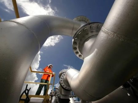 Guedes quer usar BNDES para entregar setor de gás