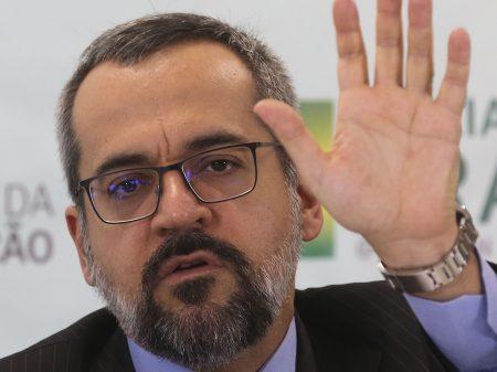 Weintraub agride a Jovem Pan e o jornalista Marco Antonio Villa