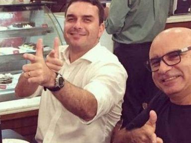 """Flávio Bolsonaro zomba do país e lamenta """"brutal assassinato"""" de Adriano"""
