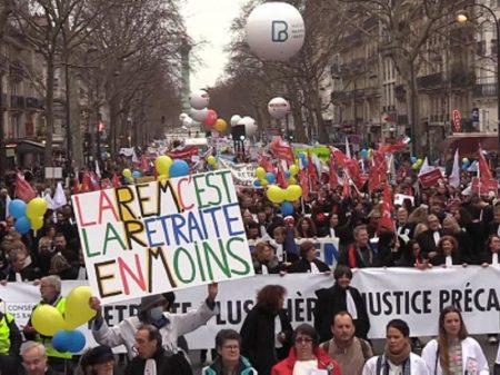 Advogados tomam as ruas de Paris contra ataque de Macron à Previdência