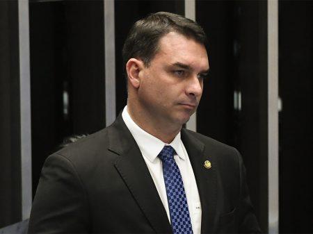 Partidos denunciam Flávio Bolsonaro no Conselho de Ética por ligação com milícia