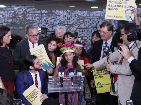 Movimento pede a Maia que devolva o PL da mineração em terras indígenas