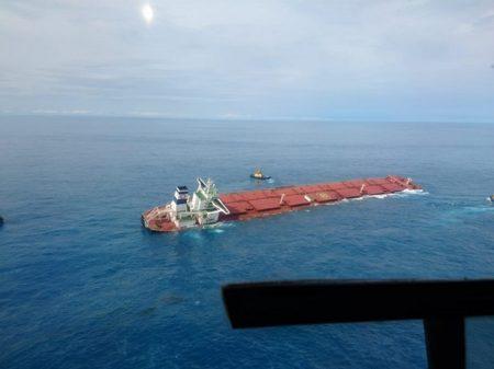 Marinha confirma vazamento em navio de minérios da Vale encalhado no Maranhão