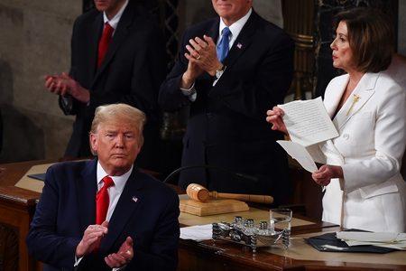 Pelosi rasga discurso e estraga reality show de Trump na Câmara