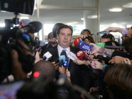 """Maia cobra de Bolsonaro """"respeito às instituições democráticas"""""""