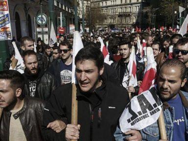 Gregos exigem do parlamento rejeição a cortes na Previdência