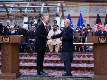 EUA assina acordo com Talibã e promete retirada em 14 meses