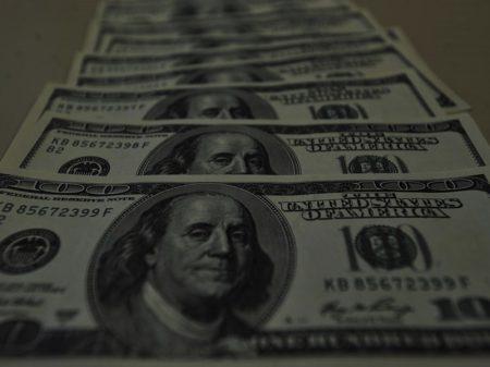 Ameaças à democracia fazem dólar disparar