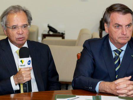 """Bolsonaro cancela evento, reúne-se às pressas com Guedes e diz que ele """"não pediu para sair"""""""