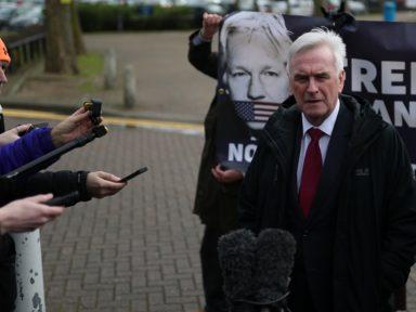 """Assange é o caso Dreyfus da nossa época"", diz McDonnell, líder trabalhista inglês"
