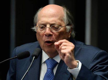 """""""Ofensa à jornalista é crime  de responsabilidade"""", afirma o jurista Reale Júnior"""