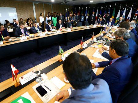 Vinte governadores criticam Bolsonaro e cobram 'equilíbrio, sensatez e diálogo'