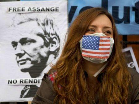 """Médicos de 18 países exigem a liberdade de Assange """"antes que seja tarde demais"""""""