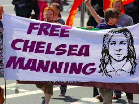 Juiz ordena a libertação de Chelsea Manning
