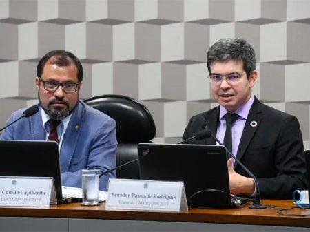 Comissão aprova relatório de Randolfe que estende 13º a beneficiários do Bolsa Família e do BPC