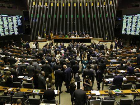 Congresso derruba veto de Bolsonaro que impedia mais pobres de receber auxílio