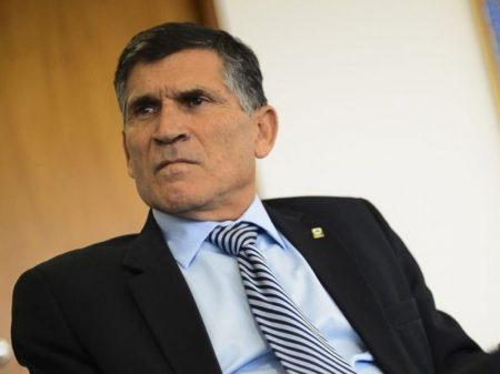 """General Santos Cruz critica os amotinados do Ceará: """"não é coisa de militar"""""""