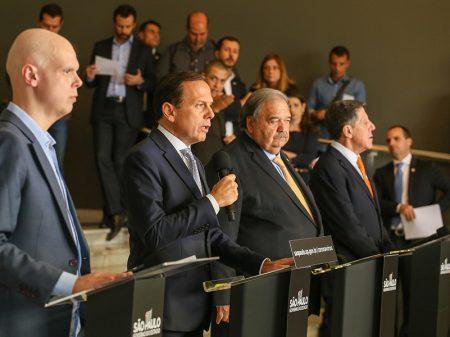 """""""Governadores estão fazendo o que Bolsonaro não faz, liderar o processo"""", critica Doria"""