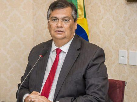 """""""O Brasil se defronta com duas doenças: coronavírus e Bolsonaro"""", diz Dino"""