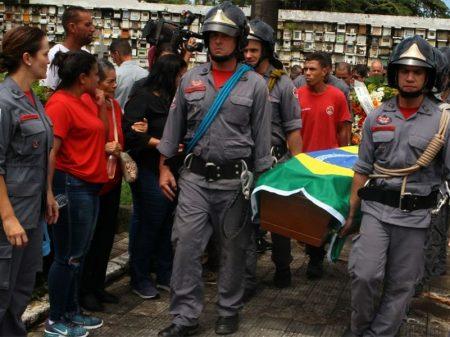 Sobe para 27 o número de mortes por deslizamentos na Baixada Santista