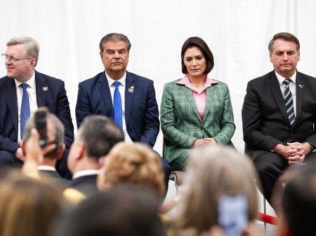Comitiva de Bolsonaro: diplomata, senador e advogada têm coronavírus