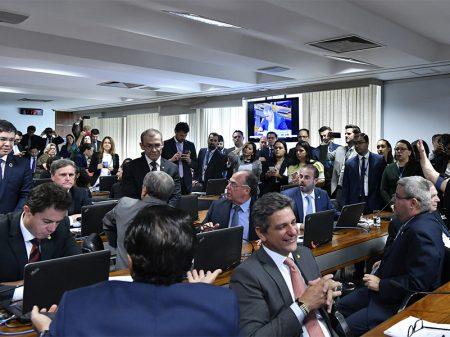 Comissão do Senado aprova PEC dos Fundos, mas garante desenvolvimento da Ciência