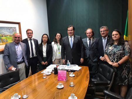Entidades se reúnem com Maia contra os ataques de Bolsonaro à imprensa