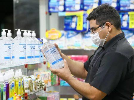 Governo nega tabelamento e permite cobrança abusiva no preço do Álcool Gel 70°