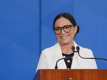 Bolsonaristas continuam ofensas contra Regina Duarte