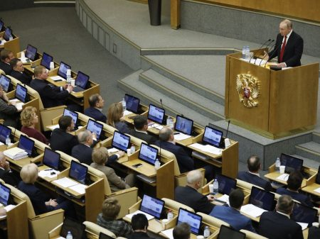 Parlamento russo aprova reforma da Constituição proposta por Putin