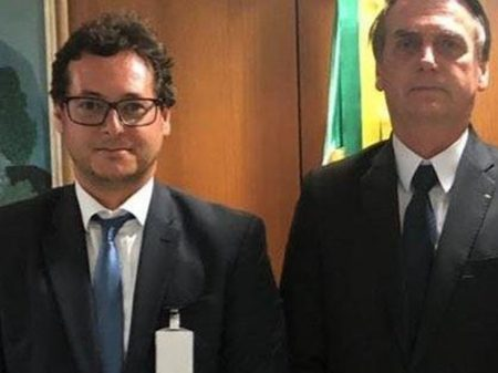 Membro da comitiva de Bolsonaro volta dos EUA infectado com coronavírus