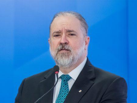 Aras diz que MPF pode ir à Justiça se Bolsonaro decretar fim da quarentena