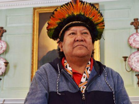 """Bolsonaro vende o país para os americanos"", denuncia líder Yanomami"