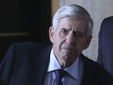 Ministro-chefe do GSI, Augusto Heleno está infectado com coronavírus