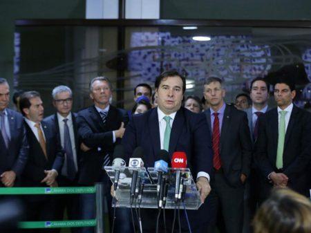 Governo não toma medidas contra o Covid-19 e outras chegam atrasadas, diz Maia