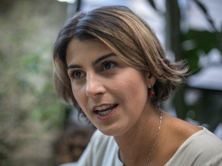 Manuela d'Ávila: Reduzir salário para combater a crise é uma tragédia