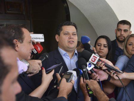 """Alcolumbre adverte Bolsonaro: """"Congresso não tolerará ataques à democracia"""""""